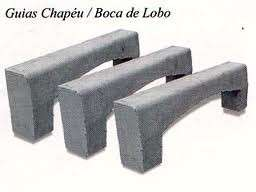 Meio fio de concreto