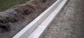 Meio fio de concreto extrusado